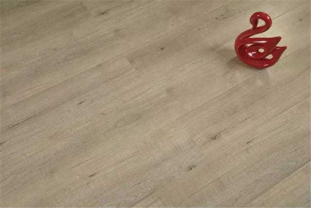 央视广告品牌申汉地板:邂逅全松木净醛,让质感生活一步到位